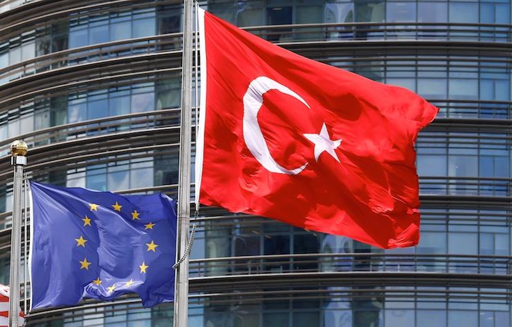 La reticencia de la comunidad internacional a tomar medidas contra el Gobierno turco