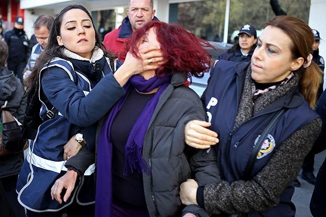 17 mujeres detenidas en las celebraciones del Día de la Mujer en varias ciudades turcas