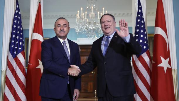 Ministro de Asuntos Exteriores turco dice que dio la lista de 84 «gülenistas» a Pompeo solicitando su extradición