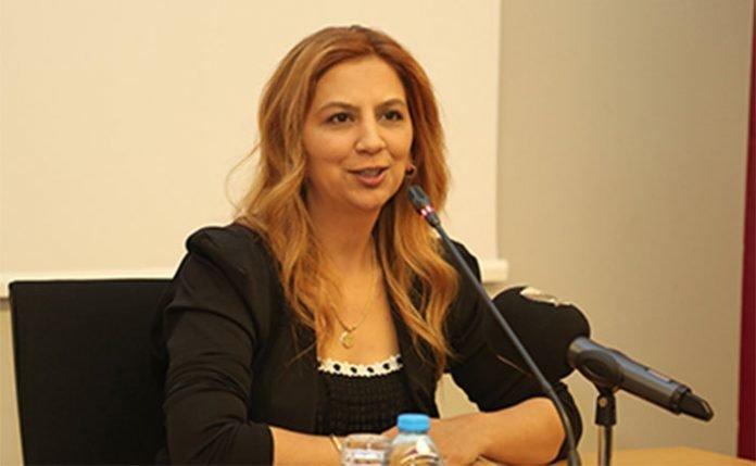 Periodista turca obligada a elegir: ¿Familia o libertad?