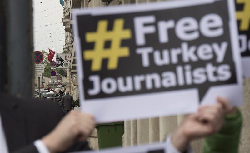 46 periodistas juzgados en los tribunales turcos en febrero
