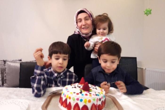 Niños en las cárceles de Turquía: Una niña de 2 años se une a otros 700 niños que crecen tras las rejas