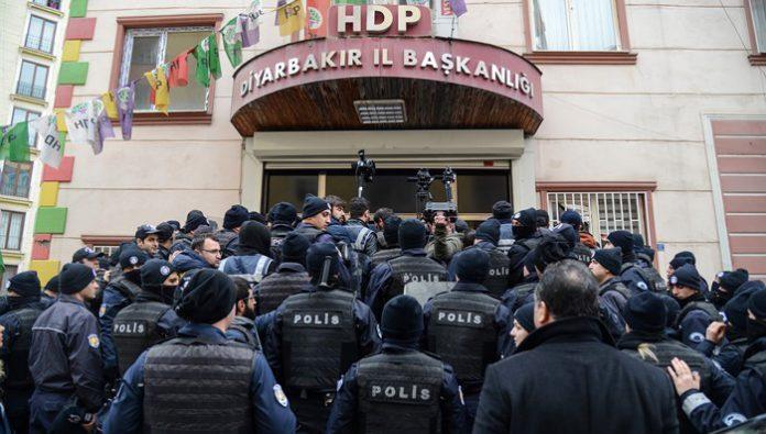 El gobierno turco emite órdenes de detención para 35 personas por mensajes sobre la ofensiva turca en Afrin