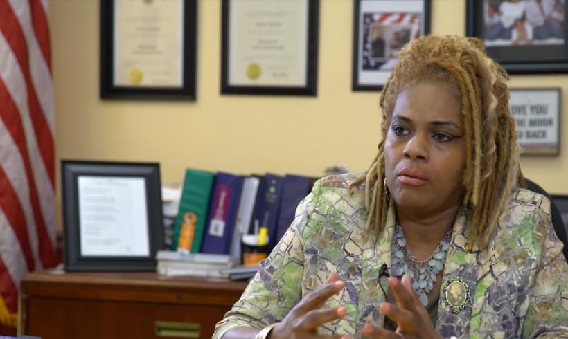 #Vídeo: La congresista estadounidense Margo Davidson reflexiona sobre su visita a los refugiados turcos en Grecia