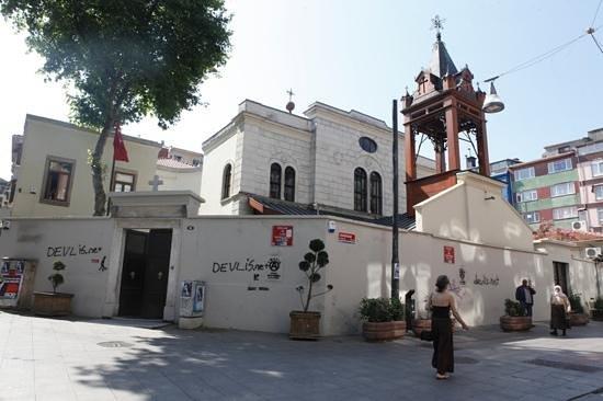 Ataque nacionalista a la iglesia armenia de Estambul
