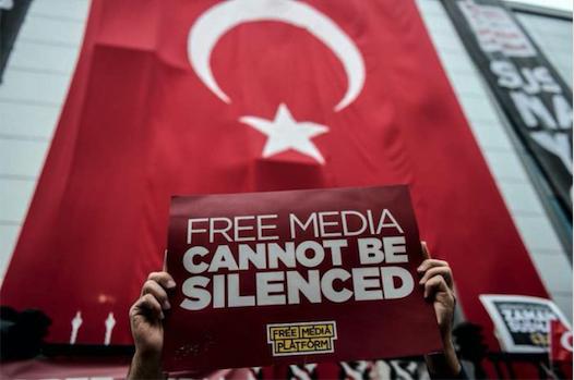 Piden 47 cadenas perpetuas para periodistas críticos en Turquía