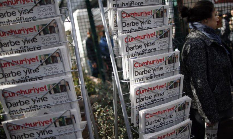8 periodistas turcos empezarán a cumplir penas de prisión