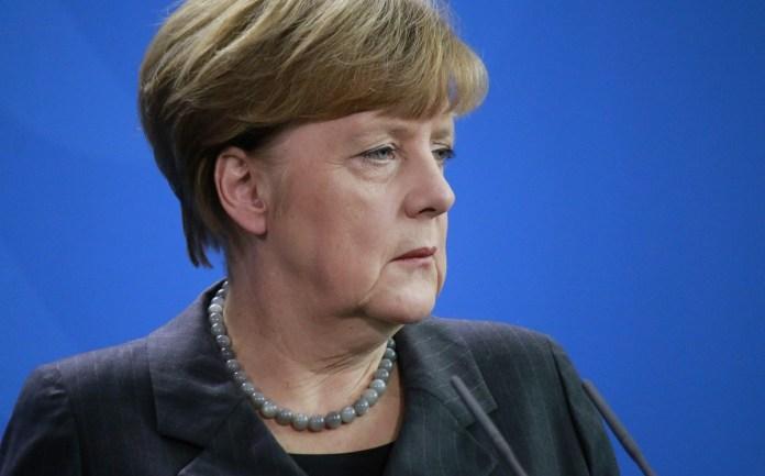 """Merkel dice que Alemania necesita más pruebas sobre el movimiento Gülen para llamarlo """"organización terrorista"""""""
