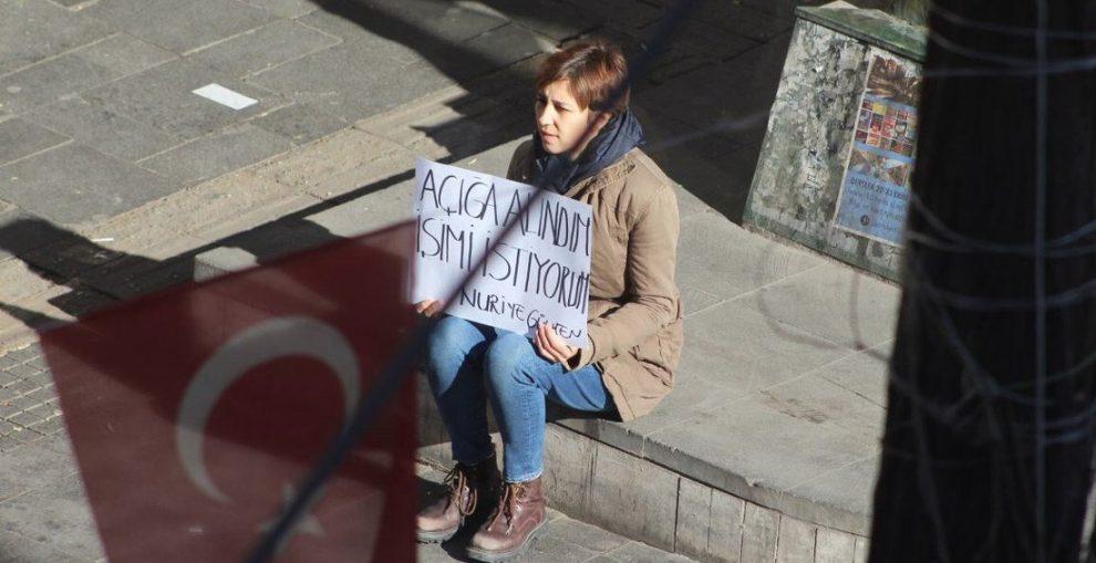 No hay acceso a los derechos básicos para las víctimas de los decretos leyes en Turquía